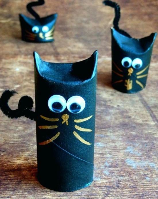 süße schwarze katze basteln mit klorollen