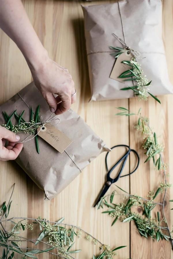 schöne grüne zweige geschenkpapier