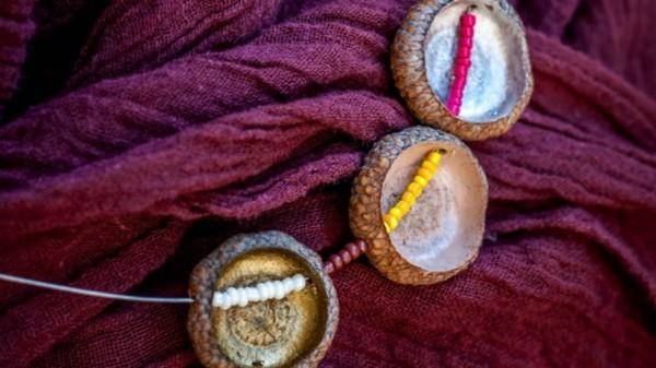 schöne halskette basteln mit eicheln