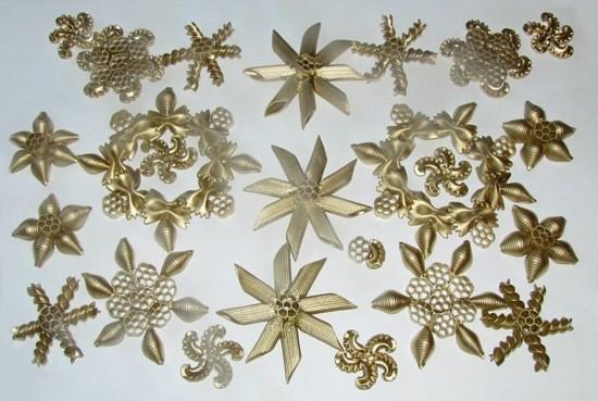 schneekristalle weihnachtssterne basteln mit nudeln