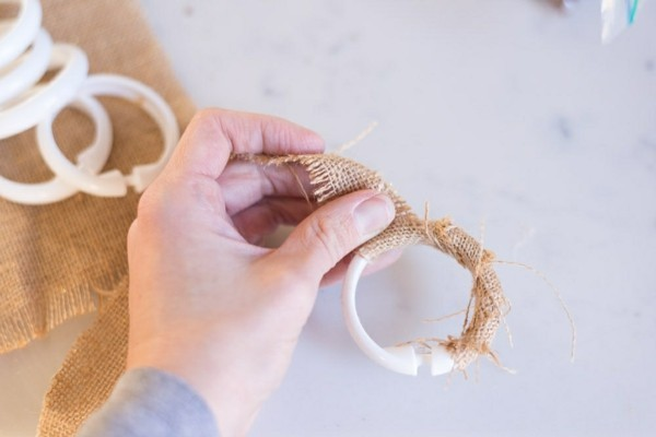 serviettenring rupfen basteln mit eicheln
