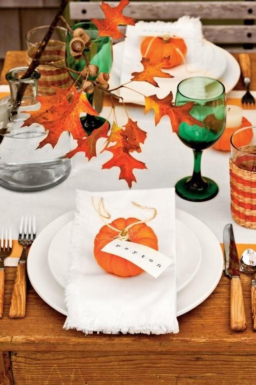 tisch für halloween basteln mit blättern
