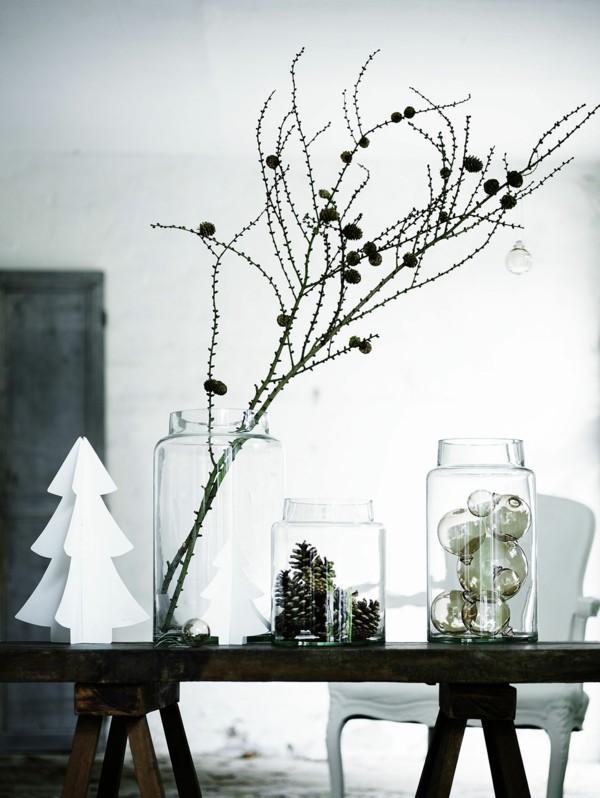 tischdeko winter puristische dekoideen mit zapfen und christbaumschmuck