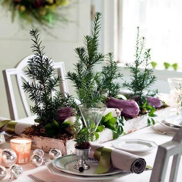 tischdeko winter tannengrün auberginen
