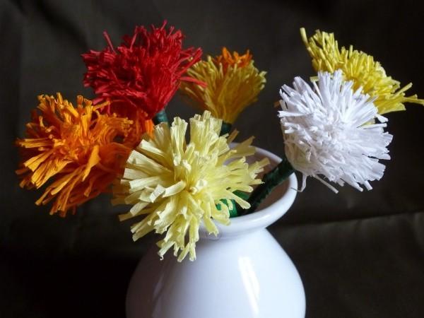 tolle vase krepppeapier blumen basteln mit krepppepapier