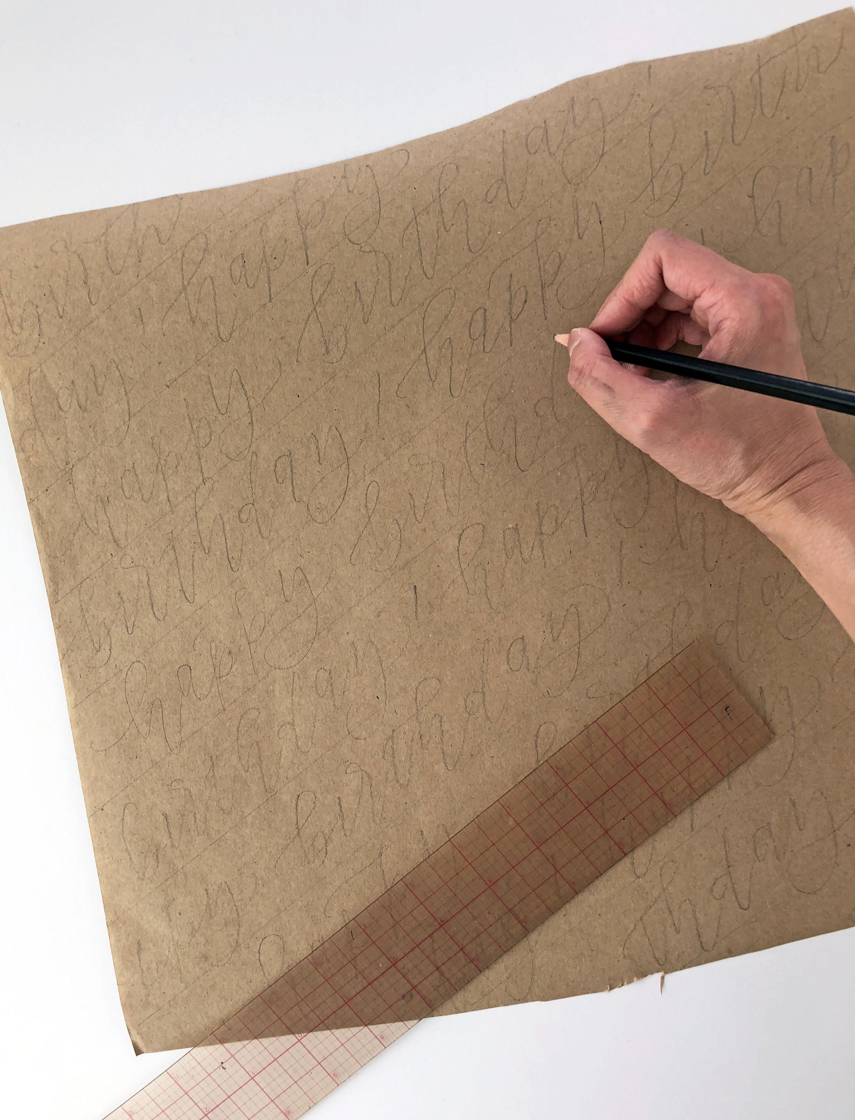 tolles geschenkpapier schreiben mit bleistift