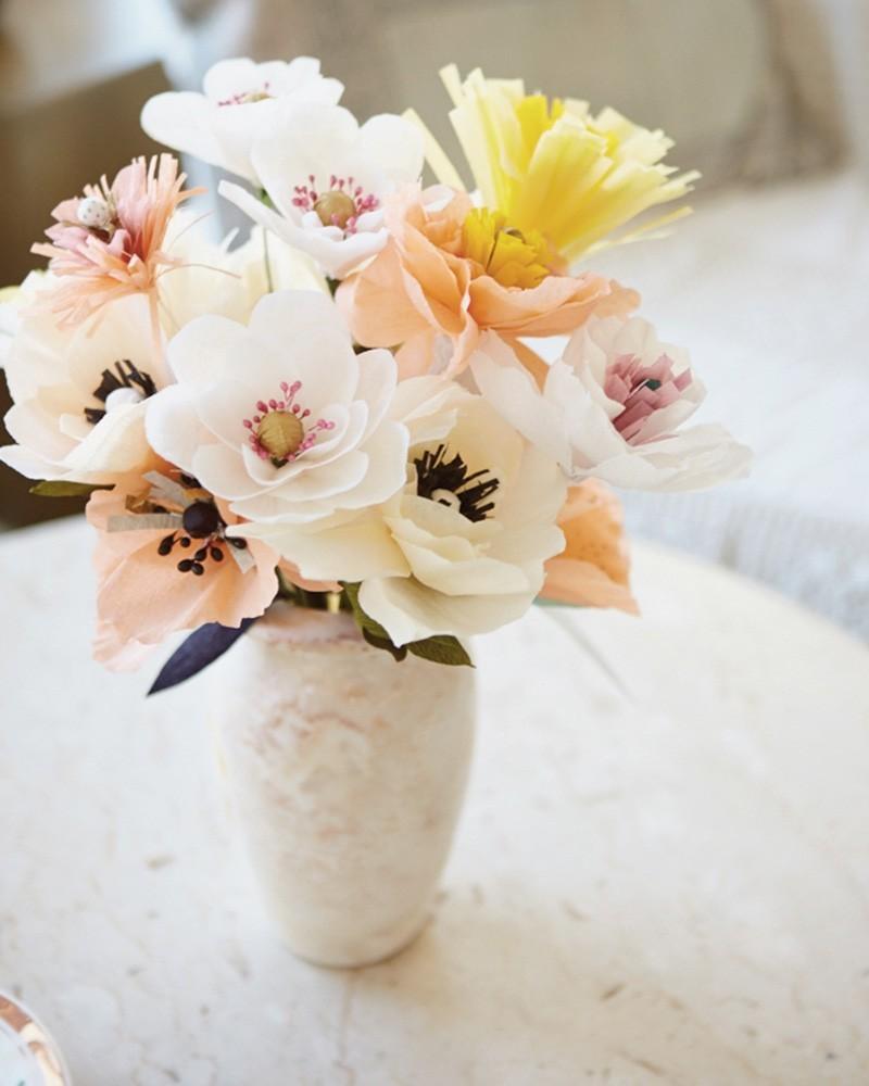 vase mit krepppeapier blüten basteln mit krepppepapier