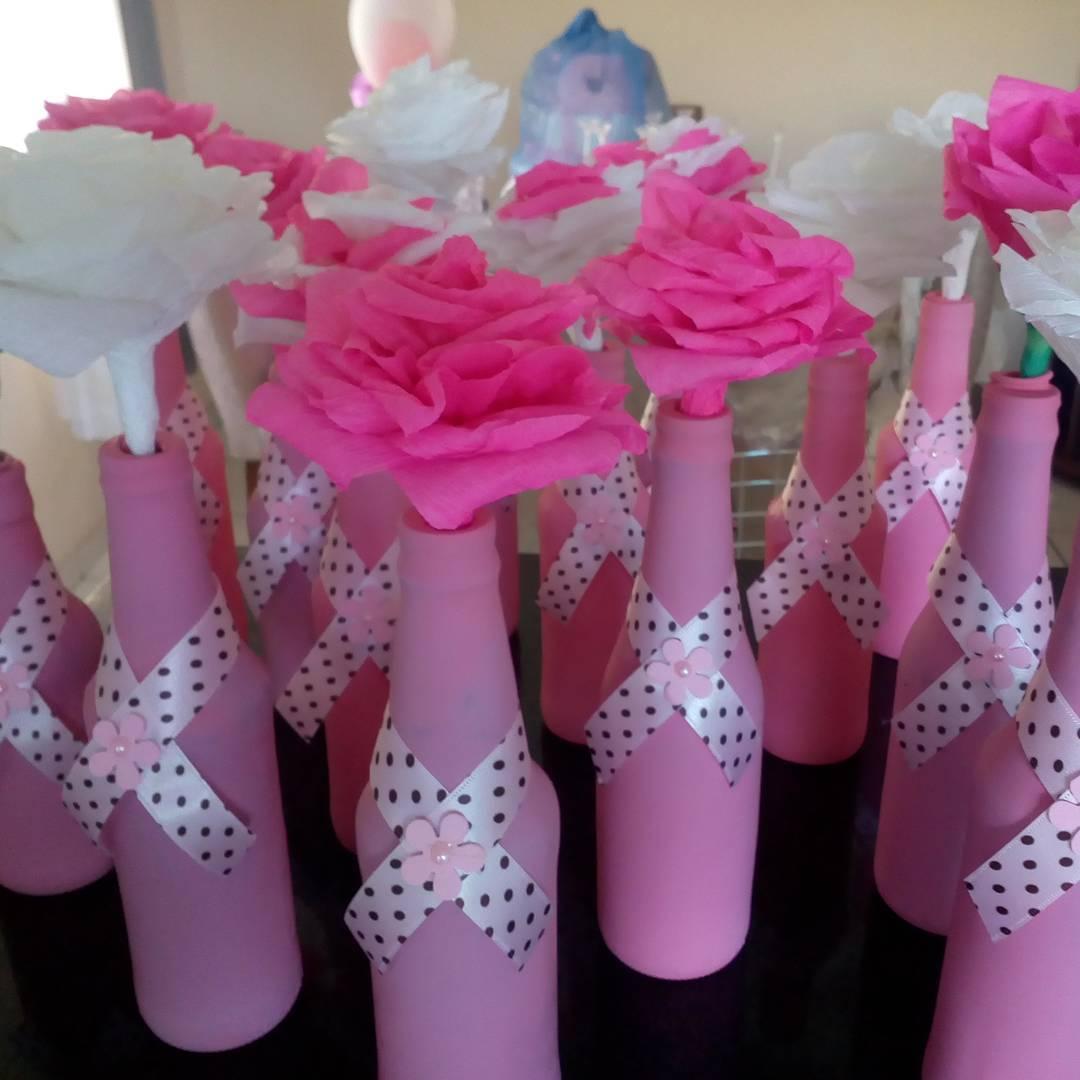vasen mit blüten basteln mit krepppepapier