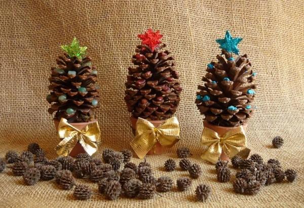 weihnachtenbastelideen kleine und größere eichel