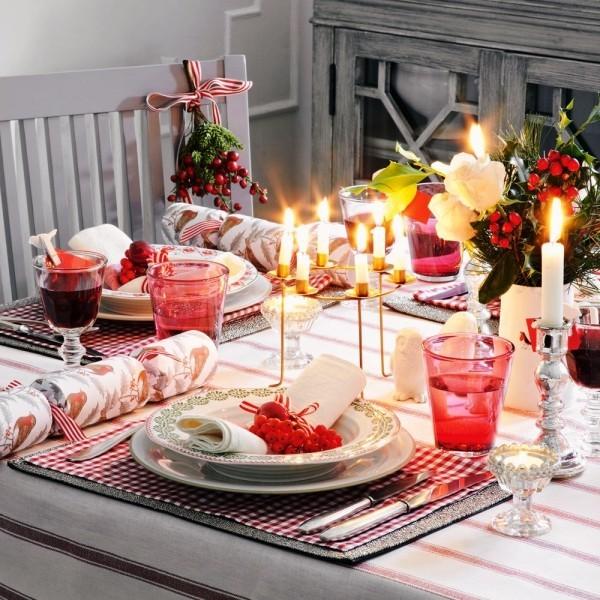 weihnachtliche Tischdeko einfach klein tisch