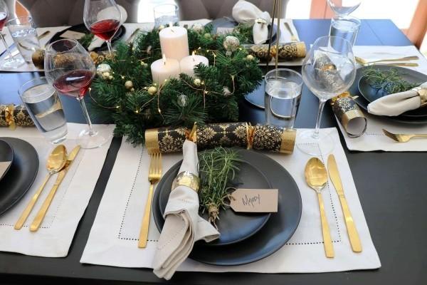 weihnachtliche Tischdeko gold besteck