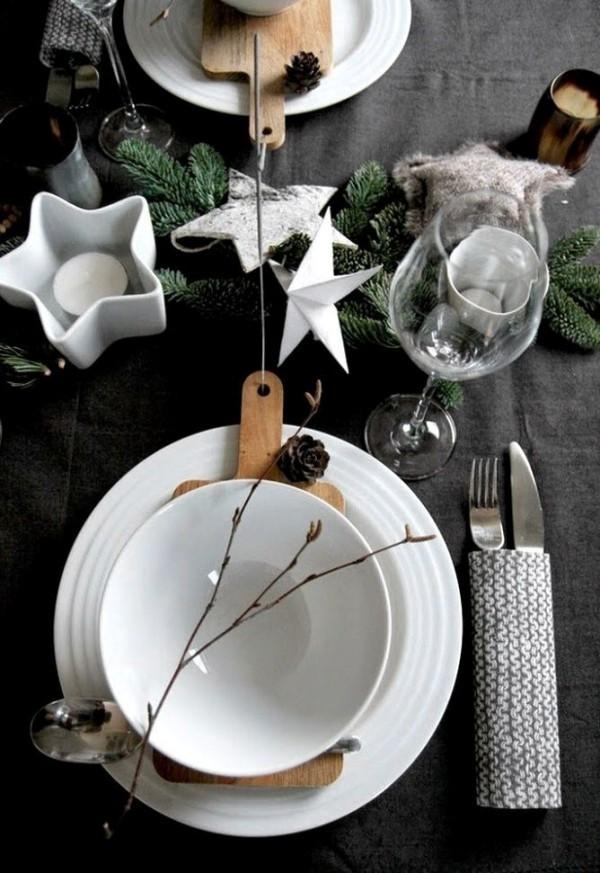 weihnachtliche Tischdeko grau modern