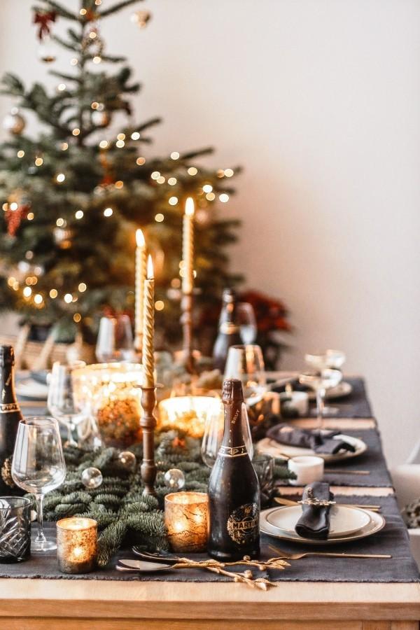 weihnachtliche Tischdeko graue tischdecke