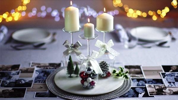 weihnachtliche Tischdeko hervorheben
