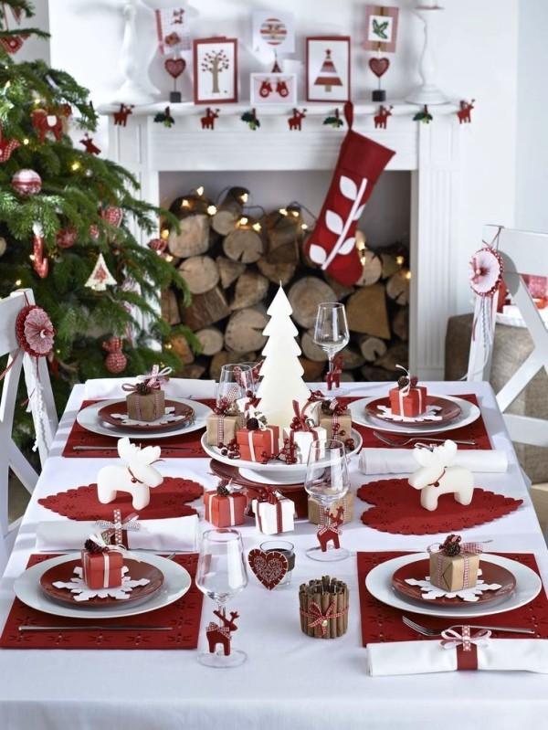 weihnachtliche Tischdeko kleiner tisch