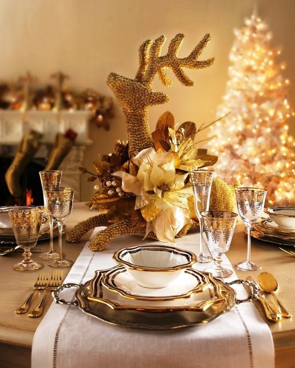 weihnachtliche Tischdeko gold