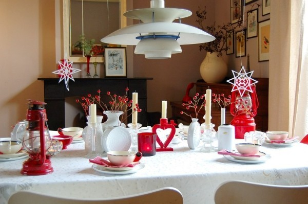 weihnachtliche Tischdeko rot weiß traiditonell