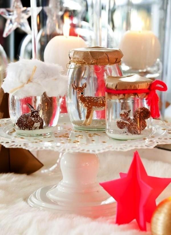 weihnachtliche Tischdeko schneekugel