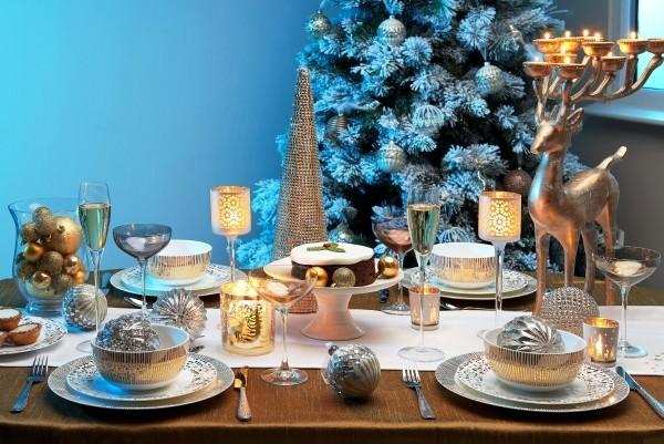 weihnachtliche Tischdeko stufenweise