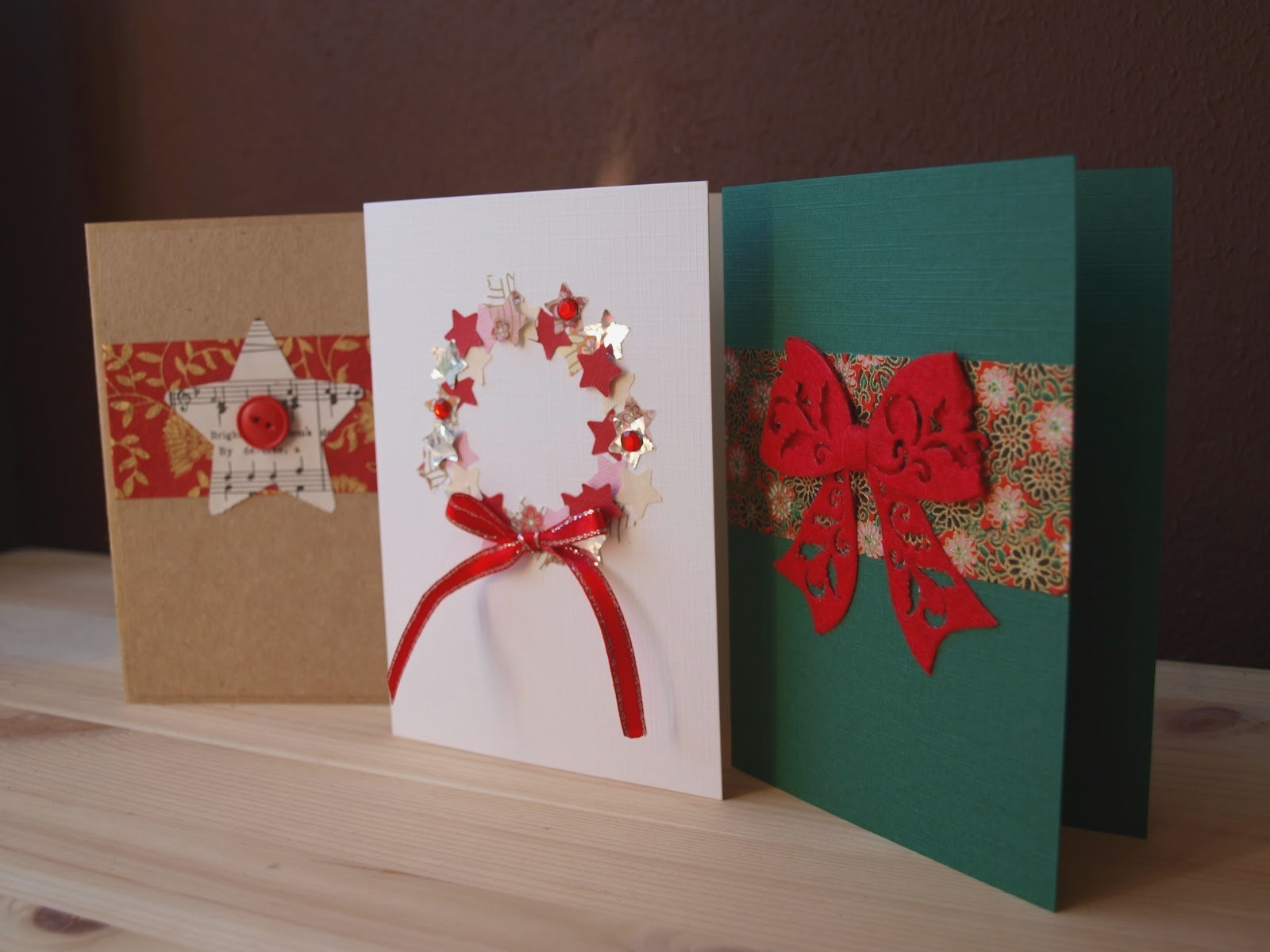 weihnachtskarten basteln drei verschiedene farben