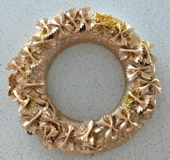 weihnachtskranz gold basteln mit nudeln