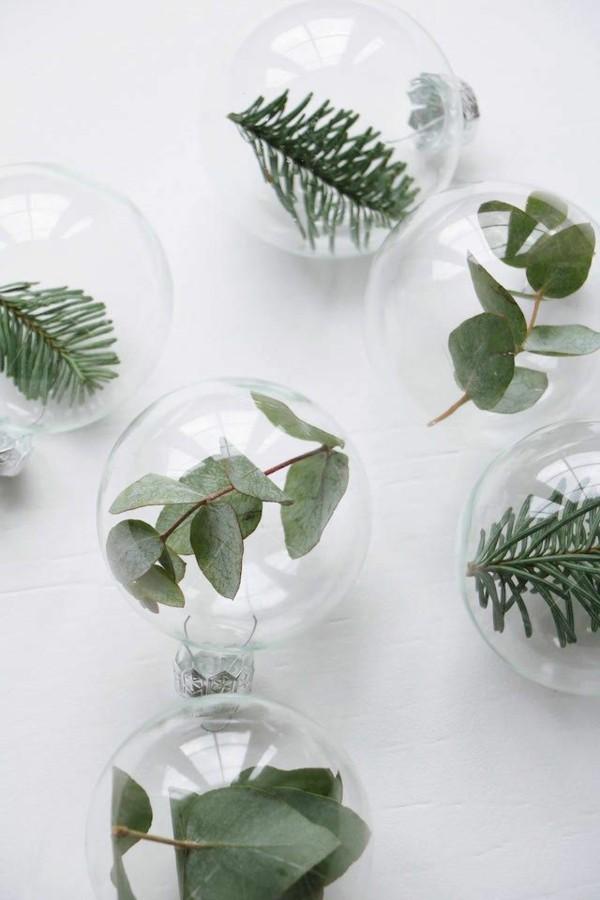 weihnachtskugeln tannengrün eukalyptus tischdeko winter