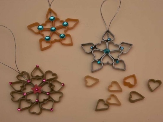 weihnachtsschmuck basteln mit nudeln sterne schneekristalle