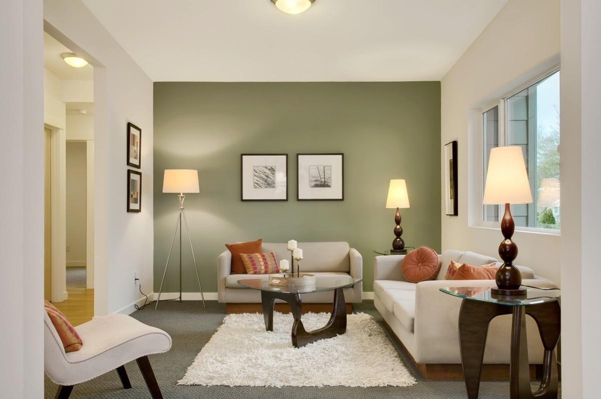 wohnzimmer farben neutral grüne akzentwand