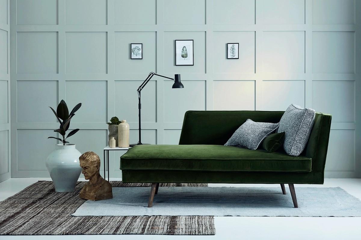 wohnzimmer farben sehr dunkles sofa