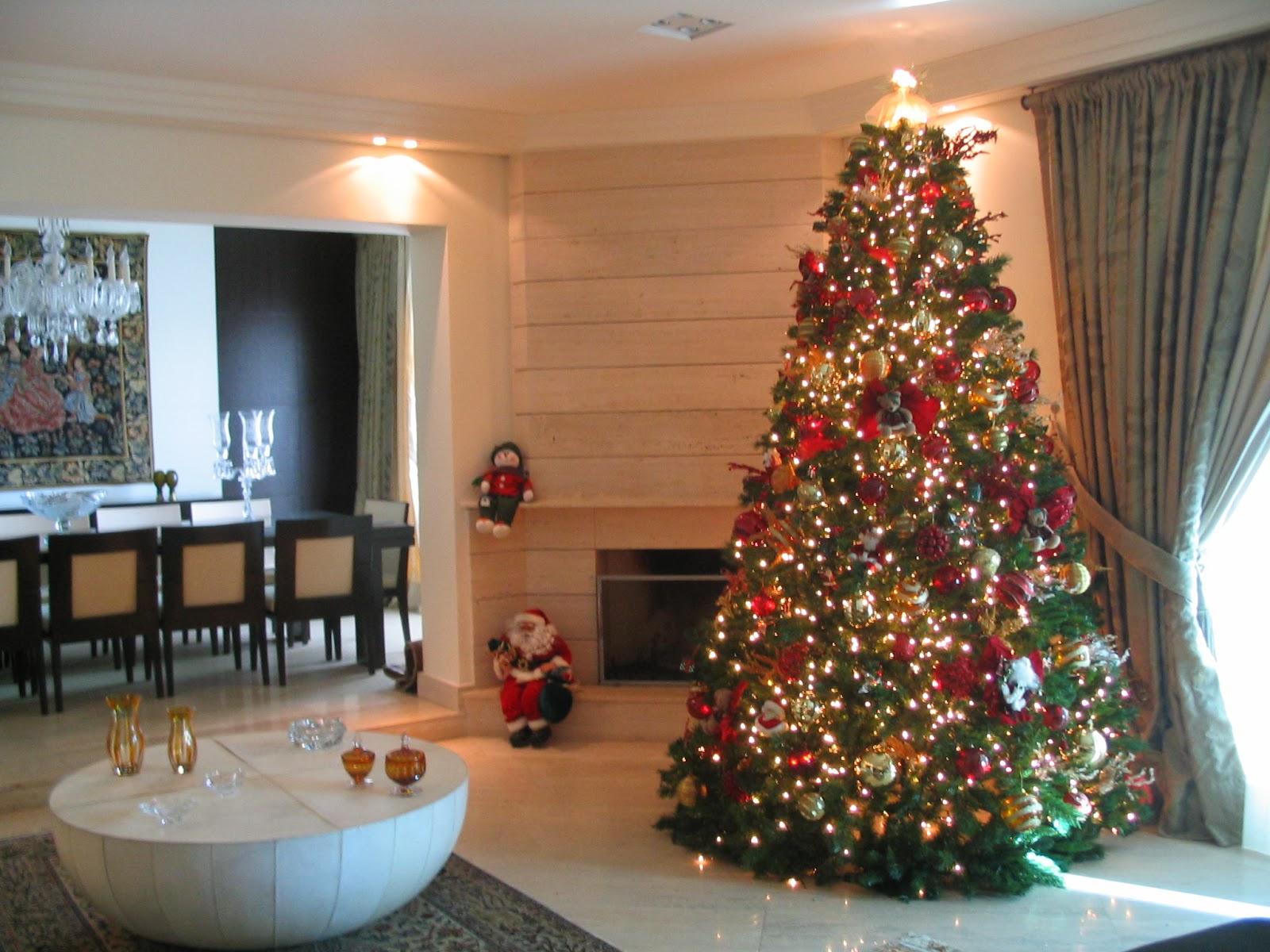 wohnzimmer mit einem tannenbaum weihnachtsbastelideen