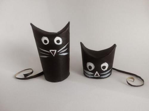 zwei schwarze katzen Basteln mit Klopappierrollen