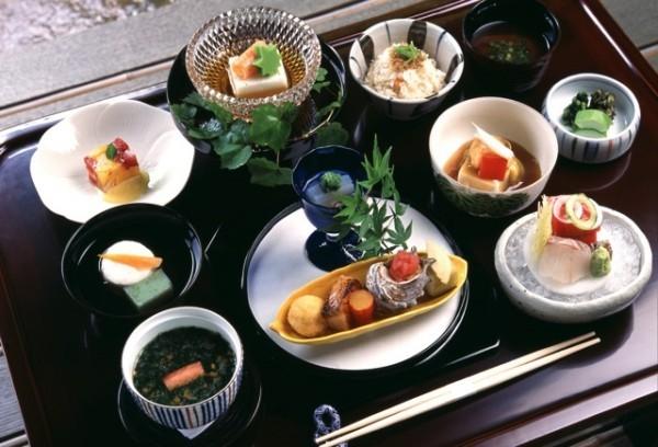 Japanisches Essen Vielfalt an angebotenen Speisen nach alter Tradition