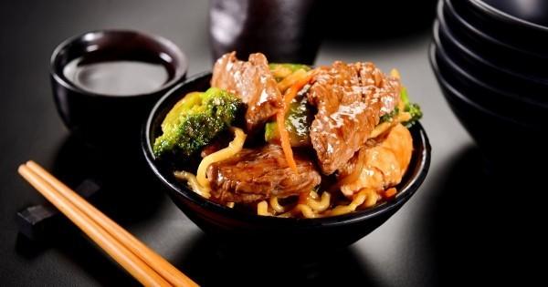 Japanisches Essen langsam essen gut kauen japanisches Geheimnis für langes gesundes Leben