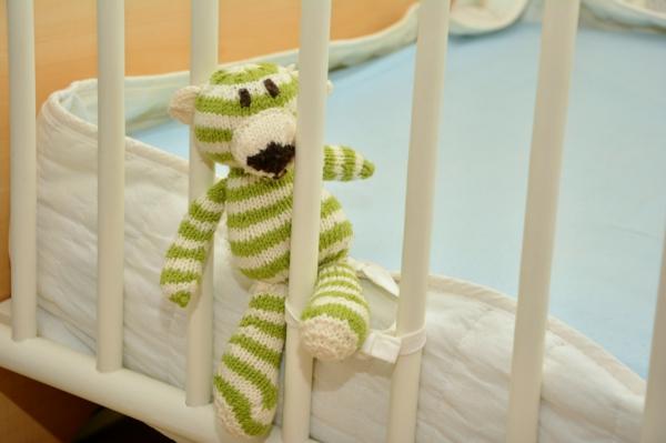 gesunder schlaf von anfang an 5 qualit tskriterien f r kinderbetten. Black Bedroom Furniture Sets. Home Design Ideas