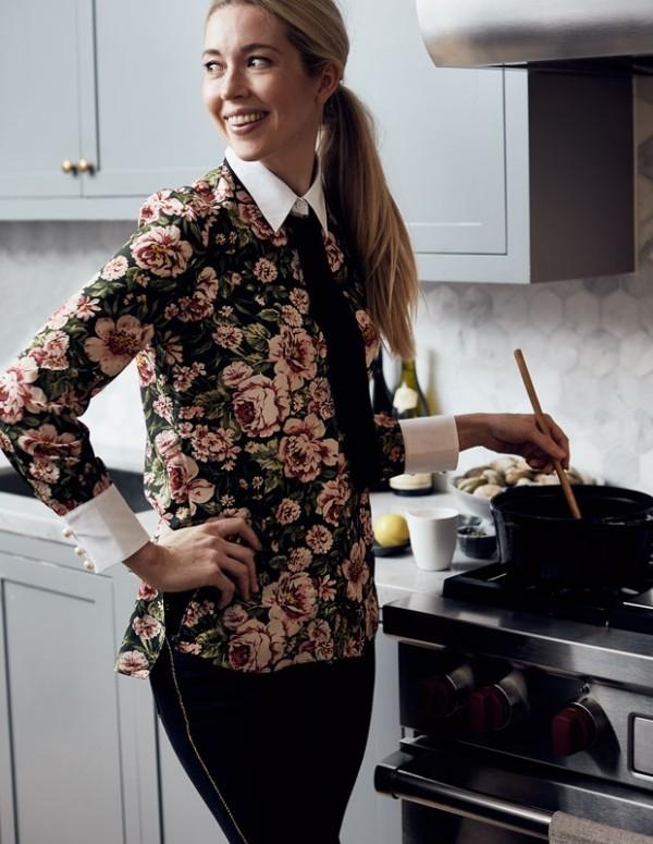 Unterhaltungstipps Gastgeberin in der Küche will sich auch amüsieren