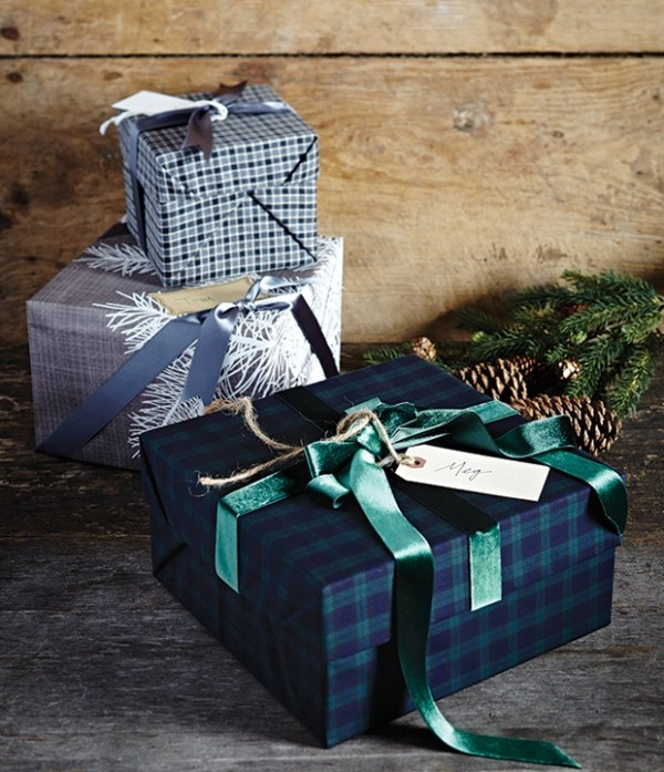 Weihnachten auf dem Lande feiern Weihnachtsgeschenke schön verpackt