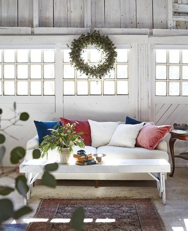 Weihnachten auf dem Lande feiern festlich dekoriertes Zimmer einladend und ansprechend