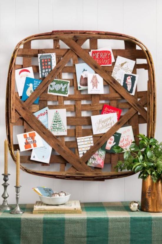Weihnachtskarten ein alter Korb als Basis für Grußkarten Arrangement
