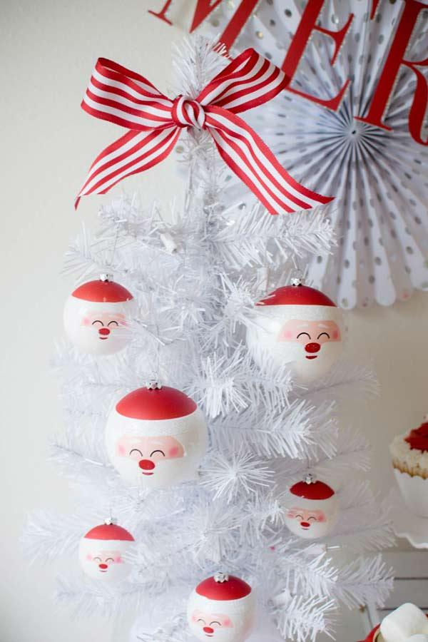 christbaumschmuck rot weiße lustige ideen