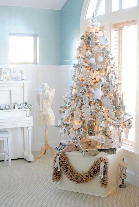 christbaumschmuck traditionell und weiß