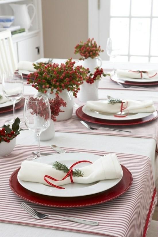 festliche skandinavische weihnachtsdeko tischdekoration idee