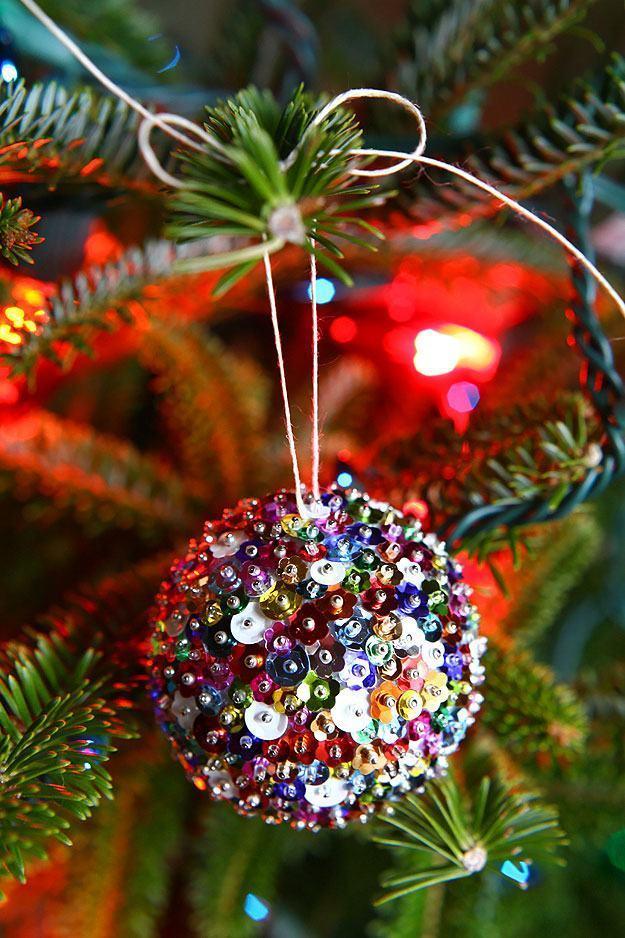 glänzende weihnachtskugel schmuck basteln