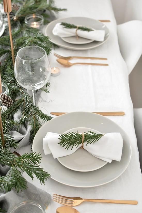 goldenes besteck tannengrün skandinavische weihnachtsdeko