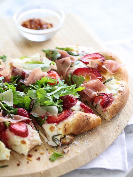 pizzabelag ideen erdbeeren feta schinken rucola