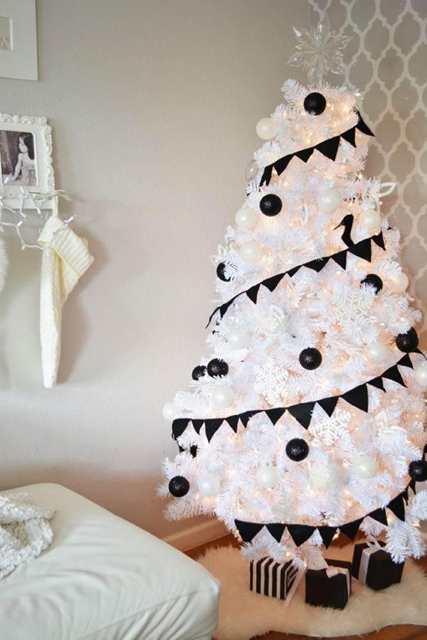 riesenbaum in schwarz und weiß christbaumschmuck