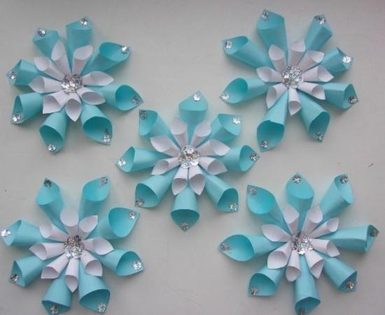 schneeflocken basteln aus papiertütchen zu weihnachten