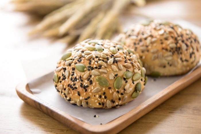Essen ohne Kohlenhydrate Mehrkornbrötchen ganz frisch und lecker