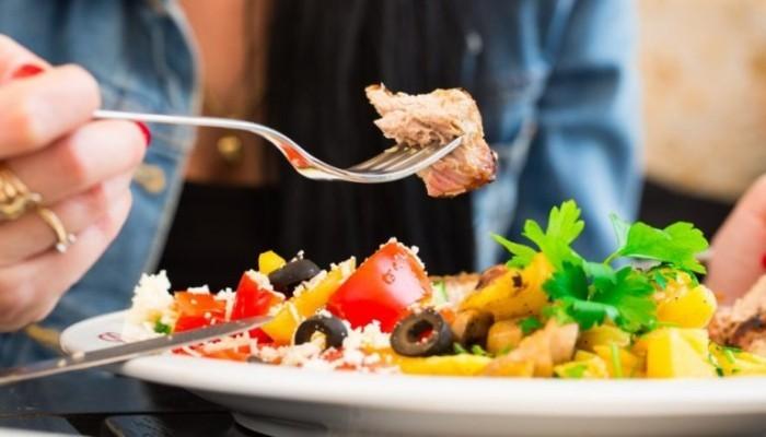 Festessen Tipps und Tricks bei Tisch etwas Kräftiges vor der Feier essen