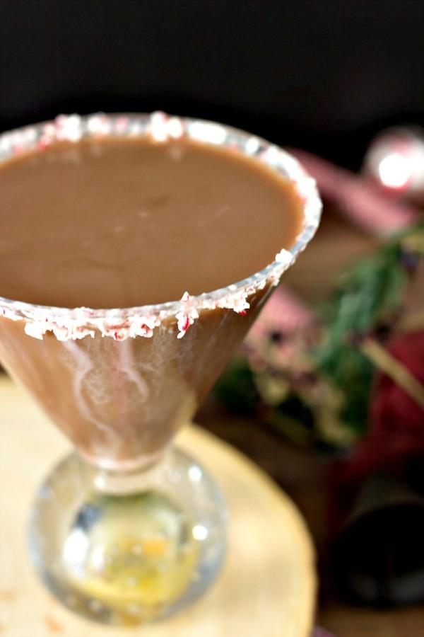 Festliche Cocktails zu Weihnachten und Silvester Schokoladen Martini mit Pfefferminze