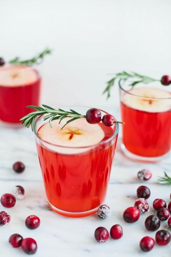 Festliche Cocktails zu Weihnachten und Silvester Weihnachtspunch fruchtig-aromatisch